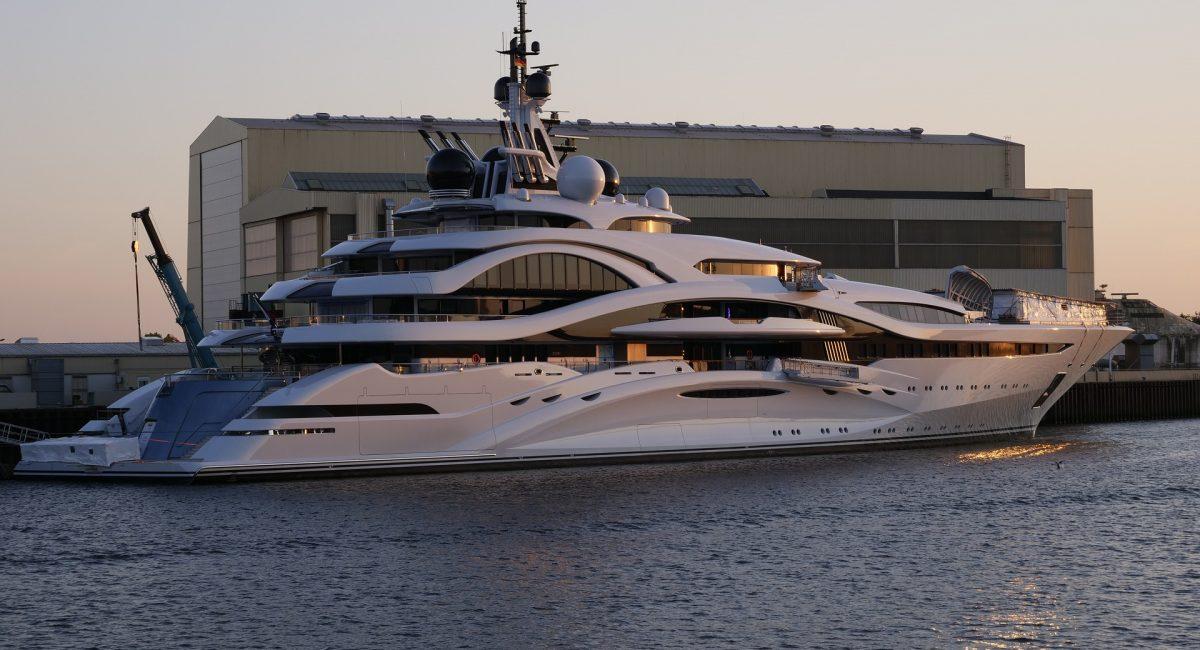 luxury-yacht-3430348_1920